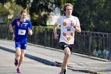 Erlend Gjerdevik Sørtveit i front vinner spurten mot Eirik Mysen i Klovneløpet 2015 med ett lite sekund. Foto: Trond Einar Brobakk.