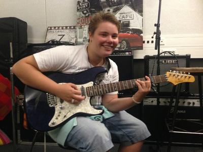Gitarspilling i Rockeverkstedet.jpg
