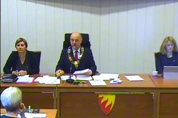 Fra kringkasting av kommunestyret - med ordfører Rune Gjertin Rafaelsen, Ap, og varaordfører Lena Norum Bergeng, Ap_366x242.jpeg