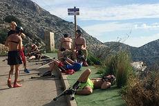 Utøvere fra Toppidrettsgymnaset i Telemark benytter bakkene på Mallorca til å få god kvalitetstrening på sin oktobersamling 2015. Foto: Simen Furnes.