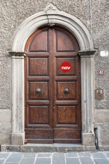 door-983783_1920