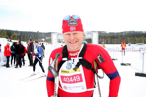 Åge Skinstad etter å ha gått inn til 3. plass for Team Toten Treningssenter - Norgeshus i StafettBirken et tidligere år. Foto: Geir Nilsen/Langrenn.com.