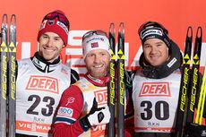 Seierspallen etter 10 km fristil, 2. etappe av Kuusamo-touren 2015. Fra venstre: Alex Harvey (2. plass), Martin Johnsrud Sundby (1) og Dario Cologna (3). Foto: Modica/NordicFocus.