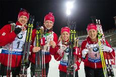 Norsk triumf i blandet stafett under verdenscupåpningen i Östersund 2015. Fra venstre: Tarjei Bø, Johannes Thingnes Bø, Tiril Eckhoff og Fanny Horn Birkeland. Foto: Manzoni/NordicFocus.