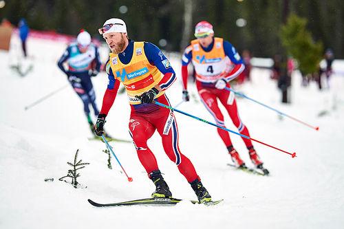 Martin Johnsrud Sundby i fellesstarten med skibytte under verdenscupen på Lillehammer 2015. Han vant suverent. Foto: Modica/NordicFocus.