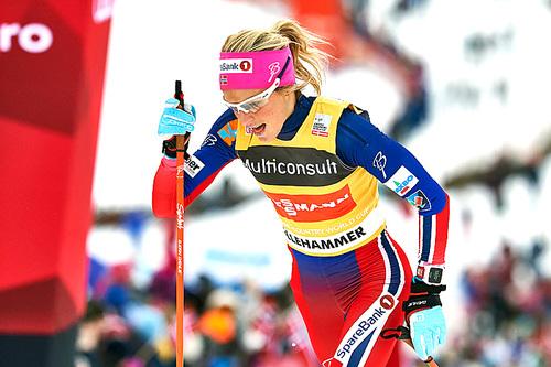 Therese Johaug på vei mot suveren seier på skiathlon under verdenscupen i Lillehammer 2015 med sine Dæhlie-staver. Om det blir regelendring kan disse måle inntil 137,70 cm i lengde. Foto: Modica/NordicFocus.