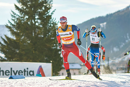Martin Johnsrud Sundby på vei mot klar seier på 30 km i Davos under verdenscupen der i desember 2015. Foto: Felgenhauer/NordicFocus.