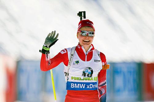 Hilde Fenne smilte bredt da hun gikk i mål til ny bestenotering i verdenscupen med åttendeplass på jaktstarten i Pokljuka 2015. Foto: Manzoni/NordicFocus.