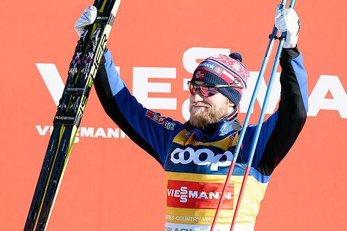 Martin Johnsrud Sundby kunne juble for seier på 15 kilometer klassisk i Toblach 2015. Foto: Modica/NordicFocus.