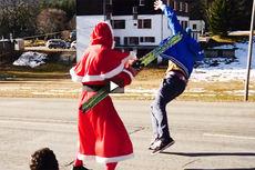 Skiløpende julenisse i video fra Charly Rousset.