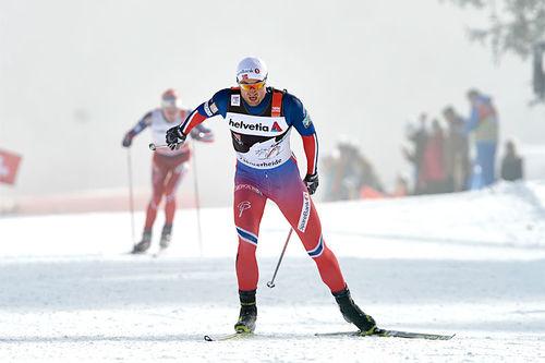 Petter Northug på vei mot 2. plass i jaktstarten i Lenzerheide under Tour de Ski 2016. Foto: Felgenhauer/NordicFocus.