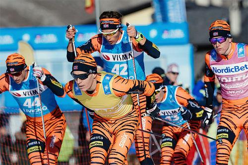 Team LeasePlan Go underveis i lagtempoen som innledet Visma Ski Classics i desember 2015. Foto: Magnus Östh/Ski Classics.