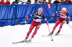 Therese Johaug jager på inn til seier på 10 km fellesstart på Tour de Ski 2016 sin 5. etappe i Oberstdorf. Ingvild Flugstad Østberg følger like bak og hun var også nummer to i mål. Foto: Felgenhauer/NordicFocus.