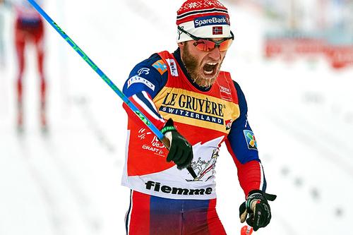 Martin Johnsrud Sundby inn til seier på fellesstarten over 10 kilometer i klassisk stil som utgjorde 7. etappe av Tour de Ski 2016 i Val di Fiemme. Foto: Felgenhauer/NordicFocus.