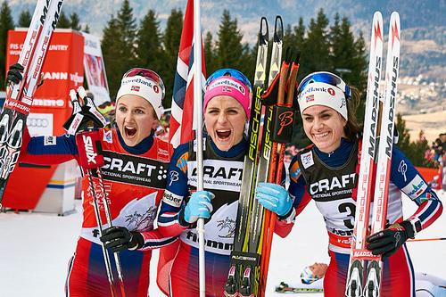 Topp tre i Tour de Ski 2016. Fra venstre: Ingvild Flugstad Østberg (2. plass), Therese Johaug (1) og Heidi Weng (3). Foto: Felgenhauer/NordicFocus.