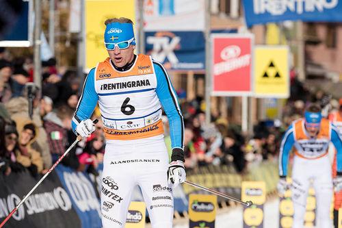 Oskar Svärd går i mål til en fin plassering i Marcialonga en tidligere vinter. Foto: Östh/NordicFocus.