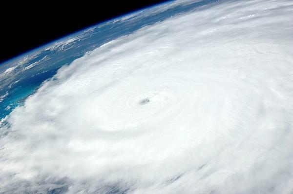 hurricane-1049612_640