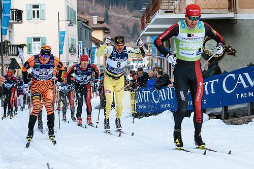 Andreas Nygaard leder her an i Marcialonga 2016. Et av de populære turrennene Maxpulse er involvert i. Foto: Magnus Östh / Visma Ski Classics.