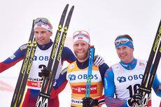 Seierspallen på 50 km i Holmenkollen 2016. Fra venstre Niklas Dyrhaug (2. plass), Martin Johnsrud Sundby (1) og Maxim Vylegzhanin (3). Foto: Felgenhauer/NordicFocus.