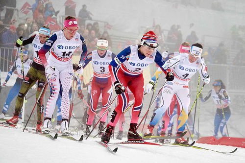 Heidi Weng fremst i bildet under verdenscupens 3-mil i Holmenkollen 2016. Foto: Felgenhauer/NordicFocus.