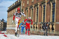 Len Valjas og Tomas Northug nærmest kamera under verdenscupsprinten i Stockholm ved deres slott. Foto: Felgenhauer/NordicFocus.