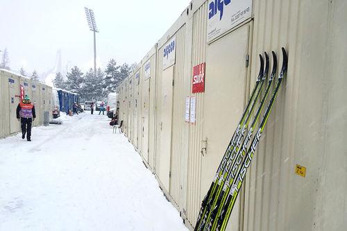 Serviceområdet for smørere og annet støtteapparat under verdenscupen i Lahti 2016. Foto: Morten Sætha/Swix.