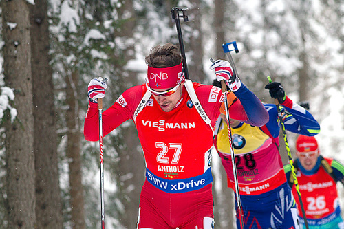 Emil Hegle Svendsen i aksjon under verdenscupen i Anterselva 2016. Foto: Manzoni/NordicFocus.