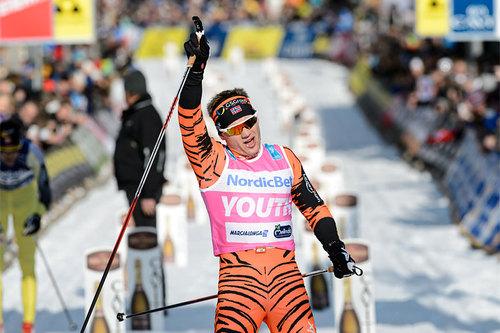 Stian Hoelgaard går i mål som nummer 3 i Marcialonga 2016. Foto: Rauschendorfer/NordicFocus.