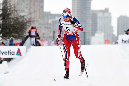 Heidi Weng ute på 2. etappe i Ski Tour Canada, den 10,5 kilometer lange fellesstarten i Montreal, der hun endte som nummer to. Foto: Felgenhauer/NordicFocus.