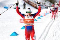 Maiken Caspersen Falla knuste alle på den klassiske sprinten som var 5. etappe i Ski Tour Canada 2016. Foto: Felgenhauer/NordicFocus.