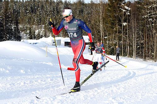 Johannes Høsflot Klæbo er første nordmann ut fra start i fredagens sprintprolog. Foto: Erik Borg.