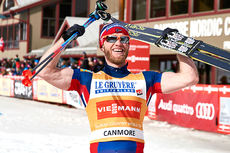 Martin Johnsrud Sundby jubler for sammenlagtseieren i Ski Tour Canda 2016. Foto: Felgenhauer/NordicFocus.