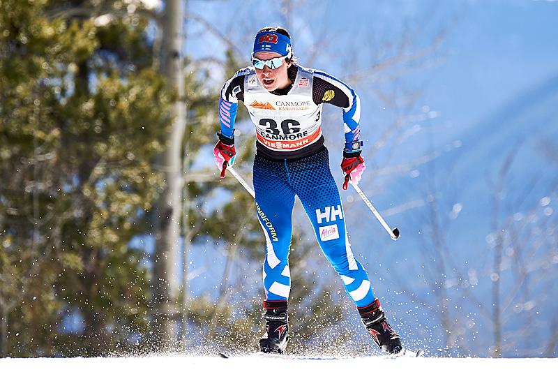 Krista Pärmäkoski på vei mot tredjeplass på 7. etappe av Ski Tour Canada 2016, 10-kilometeren med intervallstart i Canmore. Foto: Felgenhauer/NordicFocus.