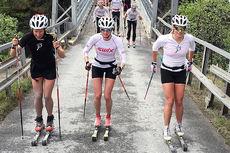 Anført av de 3 damene (fra venstre) Silje Øyre Slind, Kari Vikhagen Gjeitnes og Mari Eide, er Team Telemark klare for sin konkurransedebut i Sommarland Skifestival. Foto: Team Telemark.