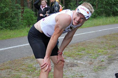 Iivo Niskanen puster ut etter terrengløpet i Vuokatin Aateli Race. Foto: Kestävyysurheilu.fi.