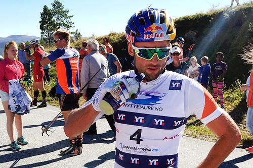 Petter Northug i Toppidrettsveka 2016. Trønderen tok det med ro på fellesstarten fra Aure til Brekka og ble til slutt nummer 85. Foto: Geir Nilsen/Langrenn.com.