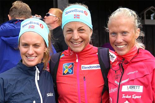 Pallen i Skeikampen Rundt 2016. Fra venstre: Merete Weng (2. plass), Astrid Uhrenholdt Jacobsen (1) og Marthe Katrine Myhre (3). Arrangørfoto.