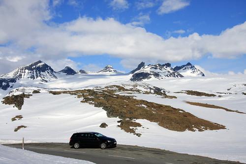 Sognefjellets Sommerskisenter og Sognefjellshytta finner vi i disse flotte omgivelsene. Foto: Geir Nilsen/Langrenn.com.