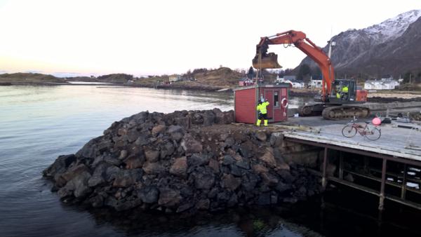 utbedring av molo på Tunstad nov 2016[1]