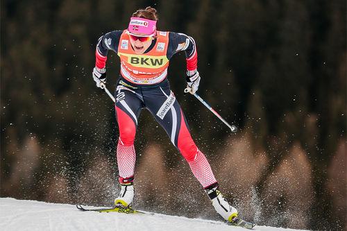 Maiken Caspersen Falla på vei mot seier i Davos-sprinten tidligere i vinter. Foto: Modica/NordicFocus.