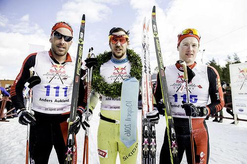 Pallgutta etter Nordenskiöldsloppet 2016, fra venstre: Anders Aukland (2. plass), John Kristian Dahl (1) og Øyvind Moen Fjeld (3). Foto: Red Bull Nordenskiöldsloppet.