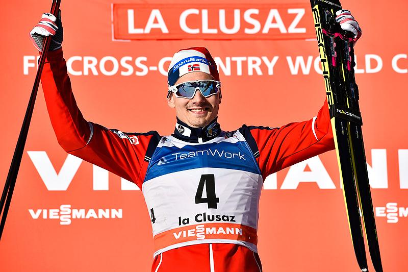 Finn Hågen Krogh jubler for seier på den 16 kilometer lange fellesstarten i fri teknikk under verdenscupen i La Clusaz i desember 2016. Foto: Thibaut/NordicFocus.