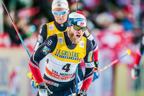 Martin Johnsrud Sundby inn til 2. plass på fellesstarten i Val Müstair, 2. etappe i Tour de Ski 2016-2017. Foto: Modica/NordicFocus.
