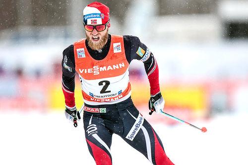 Martin Johnsrud Sundby ute på jaktstart i Oberstdorf på 4. etappe av Tour de Ski 2016-2017. Han endte på 2. plass og tapte til ledende Sergey Ustiugov i sammendraget. Foto: Modica/NordicFocus.