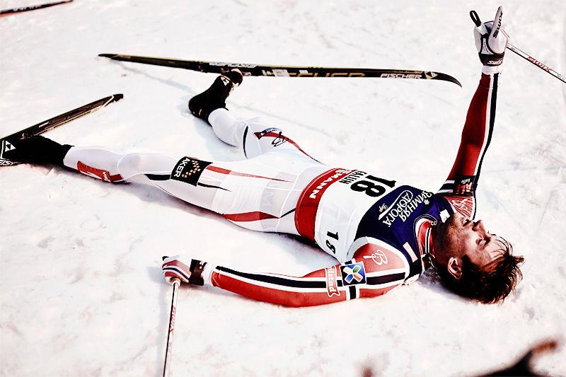 Petter Northug skal etter sigende ha bikket over kanten for hva kroppen tåler av belastning i etterkant av et høydeopphold i høst. Her puster han derimot ut etter suksessrike dager under Falun-VM. Foto: NordicFocus.