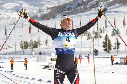 Fredrik Riseth går jublende inn til gull på sprinten under U23-VM i Park City og USA 2017. Foto: Erik Borg.