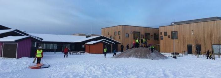 Vinter i Vesmyras skolegård 2_cropped_643x276