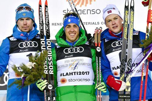 Seierspallen etter herrenes sprint under VM i Lahti 2017. Fra venstre: Sergey Ustiugov (2. plass), Federico Pellegrino (1) og Johannes Høsflot Klæbo (3). Foto: NordicFocus.