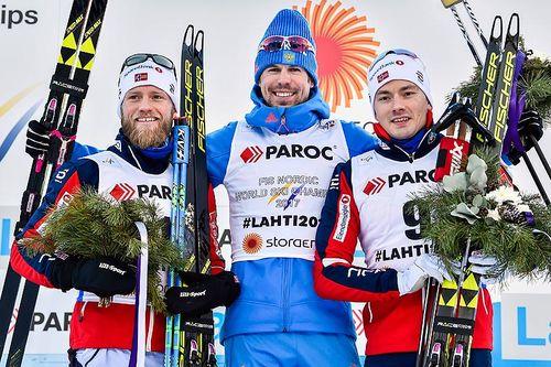 Seierspallen etter herrenes skiathlon under VM i Lahti 2017. Fra venstre: Martin Johnsrud Sundby (2. plass), Sergey Ustiugov (1) og Finn Hågen Krogh (3). Foto: Thibaut/NordicFocus.