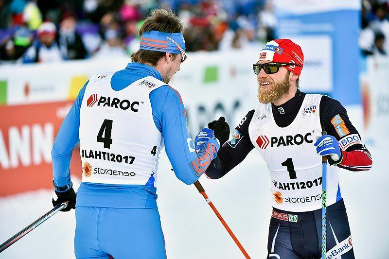 Etter en durabelig duell endte Sergey Ustiugov som vinner av skiathlon under VM i Lahti 2017, mens Martin Johnsrud Sundby tok sølvet. Foto: Thibaut/NordicFocus.